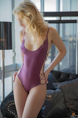 Lonna escorts in Roseville